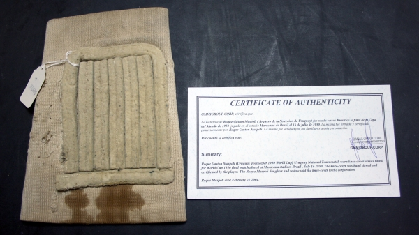 roque-maspoli-1950-world-cup-knee-pad-with-certificate