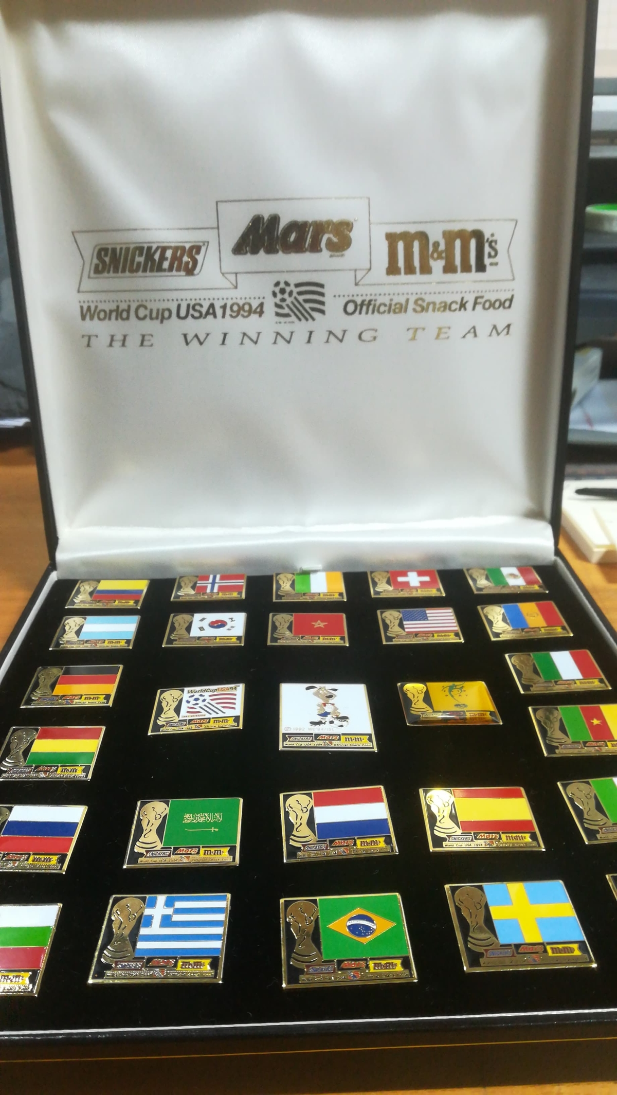 World Cup 1994 mars snickers badge set