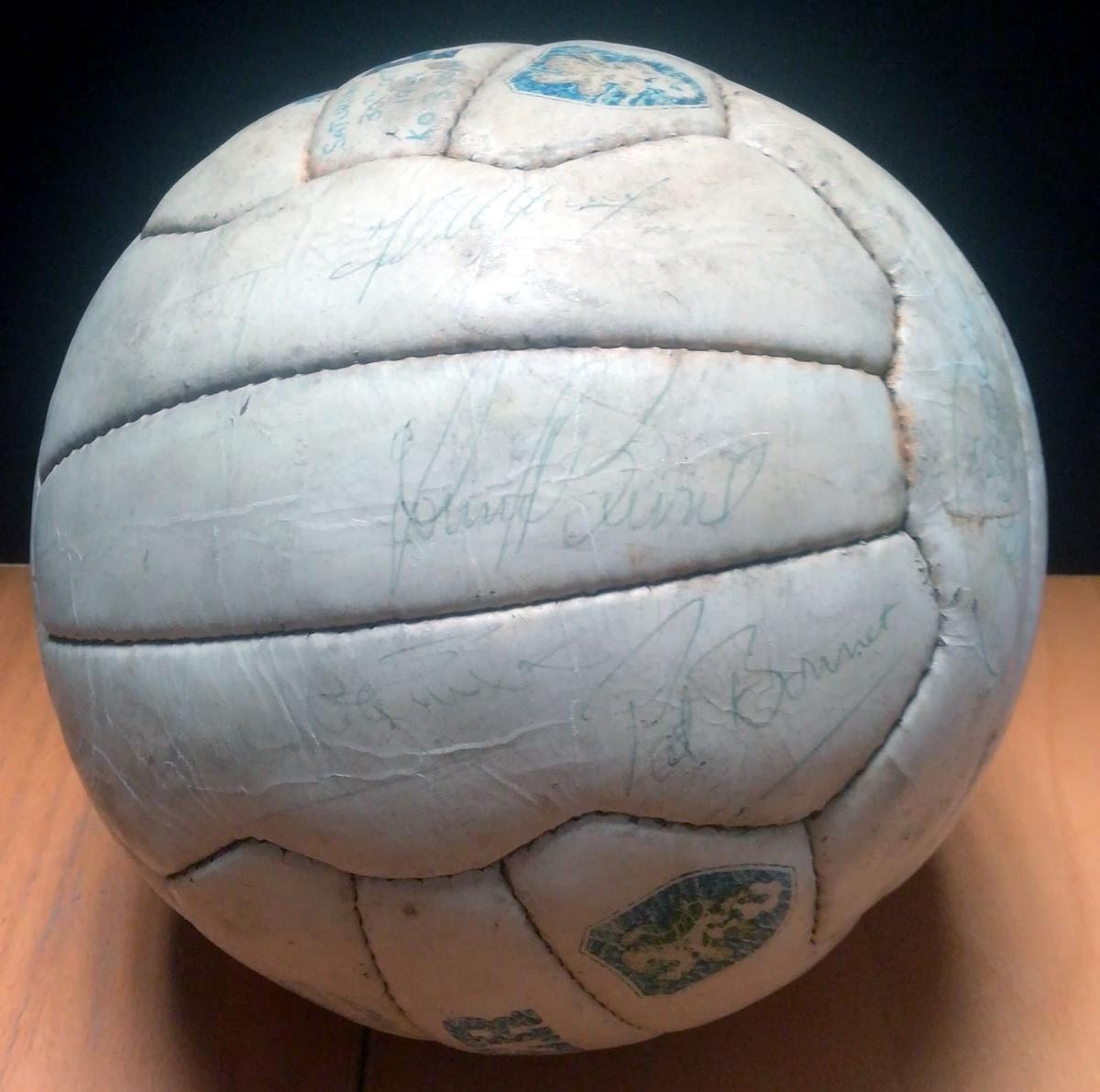 Celtic vs Rangers 1982 Signed Match Ball - 4